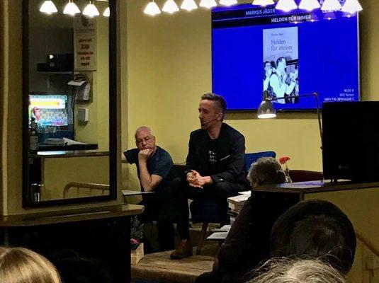 Markus Jäger mit Verleger Jim Baker auf der Frankfurter Buchmesse / Foto: Marc Lippuner, Querverlag